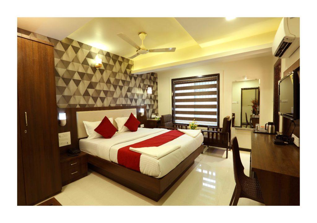 hotels near ernakulam town railway station, kochi - budget & luxury